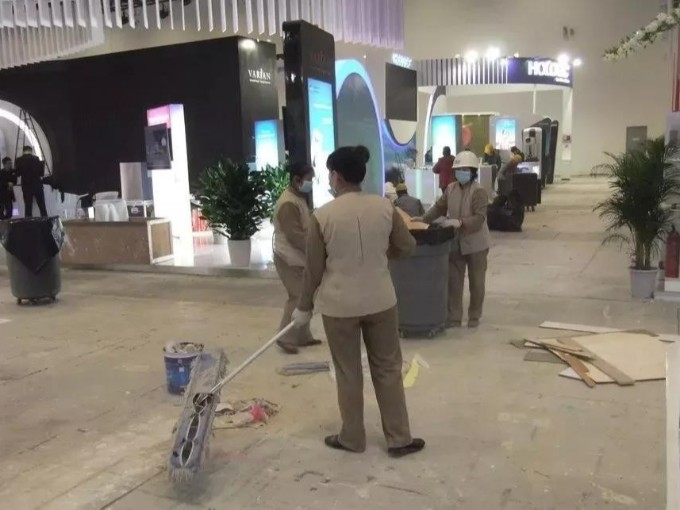 大型展览中心的保洁服务如何进行?