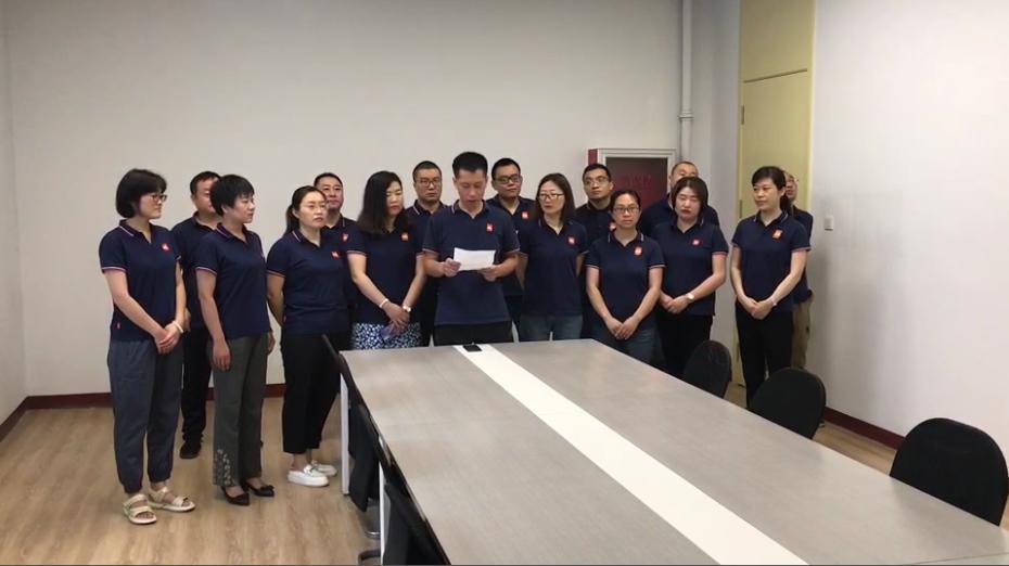 坦力清洁设备党员、工程部经理刘琳代表党员发言
