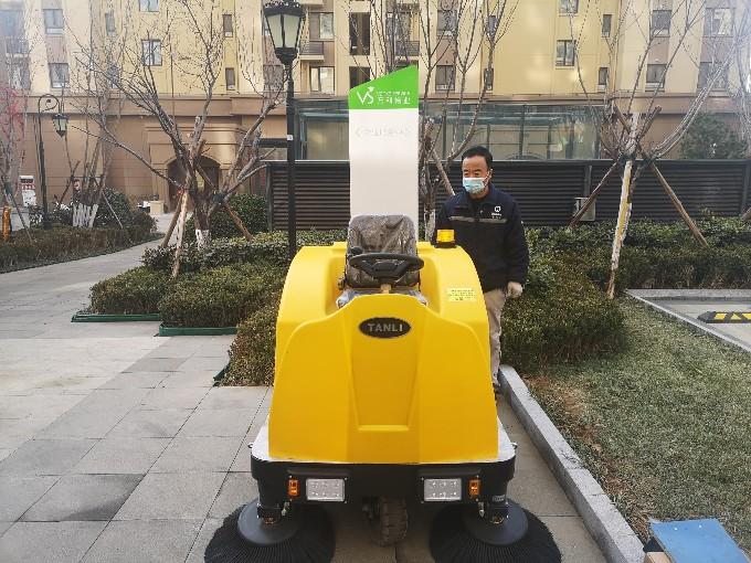 万科物业使用坦力驾驶式扫地机