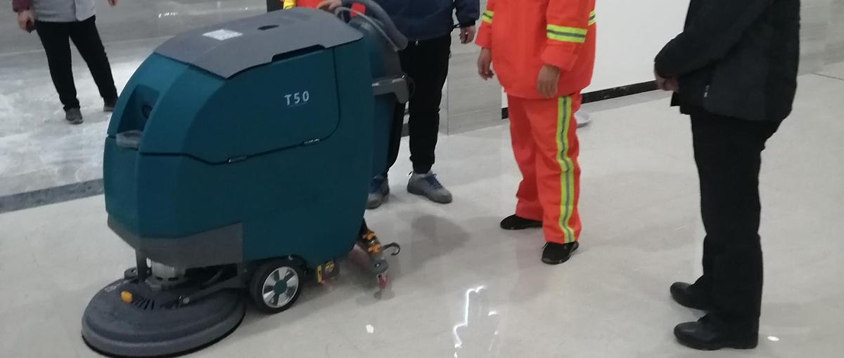 山东高速蒙山服务区使用坦力手推式洗地机