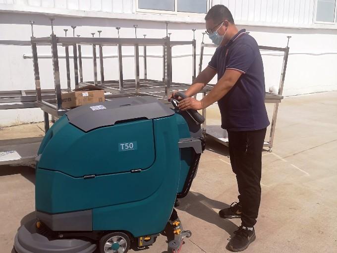 青岛某食品厂复购TANLI坦力T50手推式洗地机