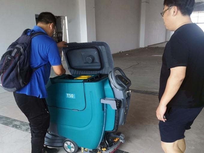 租赁客户案例:青岛某仓库租赁坦力T50手推式洗地车开荒保洁