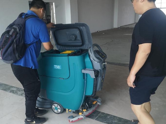 健身环境要干净,少不了洗地机的帮助