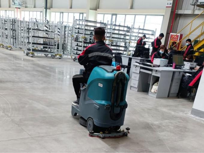 机械工厂清洁地面如何选择洗地机?