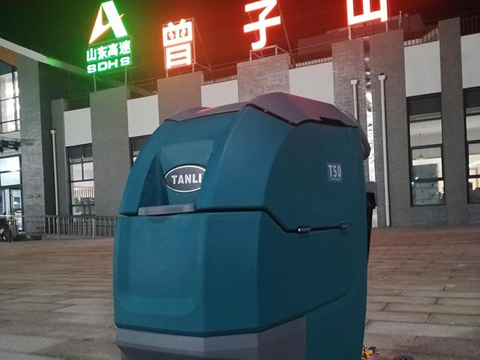 山东高速曾子山服务区使用坦力手推式洗地机