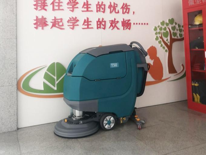 农贸市场的清洁好帮手——小型手推式洗地机
