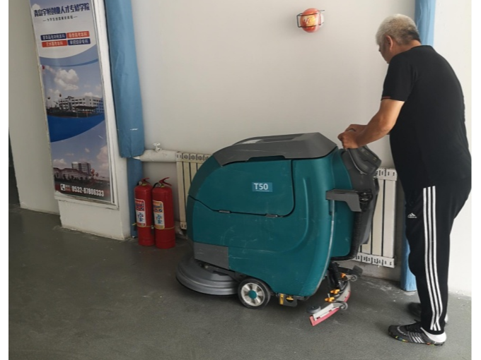 【客户案例】青岛某学院租赁坦力T50手推式洗地机一台