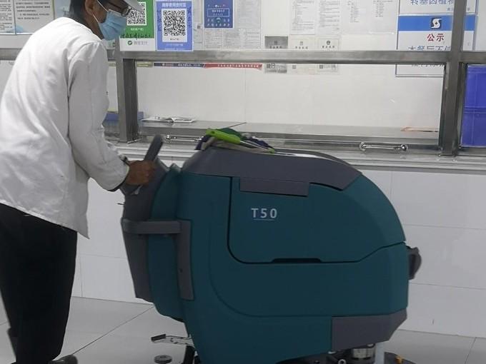 青岛超银私立学校使用坦力T50洗地机