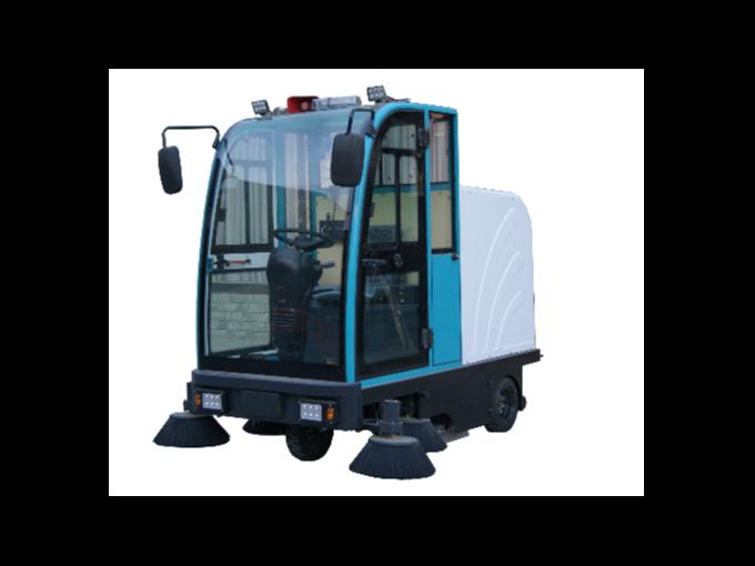 驾驶式扫地机在使用过程中的注意事项