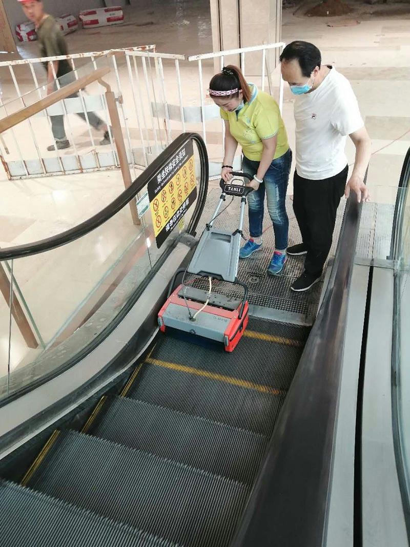 坦力扶梯清洗机服务于上海华铁