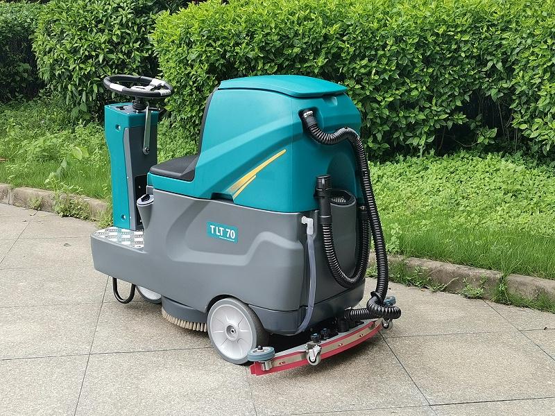 坦力驾驶式洗地机